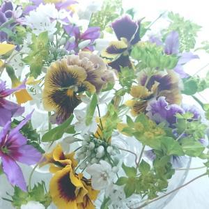 自然光とガラス花器と透明感