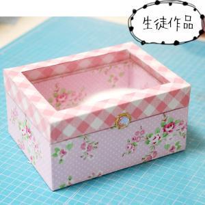 【カルトナージュ 】アクリル蓋の箱【生徒さん作品】