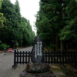 雨の日の桃山御陵