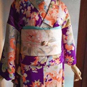 菊や藤の花篭の紋錦紗小紋と牡丹の染め丸帯