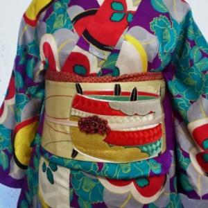 橘と椿のキュート紋綸子小紋に糸巻きの刺繍名古屋帯