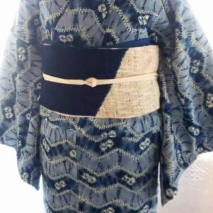 藍絞りの木綿着物と藍染めの八寸帯