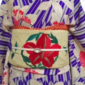 矢羽に紫陽花の小紋と躑躅の刺繍帯