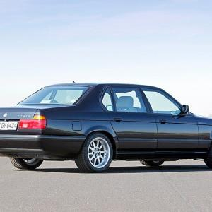 7シリーズの転機はV12気筒エンジン搭載だった!──2世代目・BMW 7シリーズの思い出
