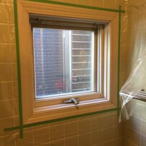浴室の窓枠を塗装