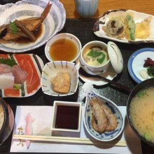 浦富の旬魚「たつみ」で昼食
