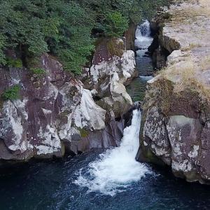 片野の滝の空撮動画