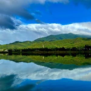 【愛宕山の虹】愛宕山を囲んで虹がでました。虹の写真はPLフィルターで!