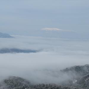 雪の鹿狼山と薬剤散布