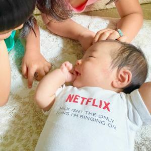 【子供たち】Netflixのロンパースを着こなす弟と、弟にメロメロな姉たち
