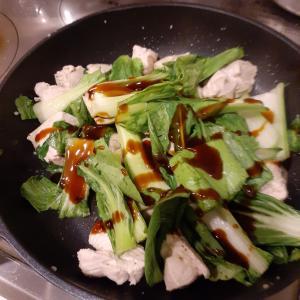 男の自炊~鶏むね肉とチンゲン菜のオイスターソース炒め