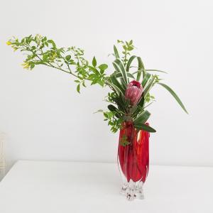 赤いガラスの花瓶に☆生徒様のレッスン作品