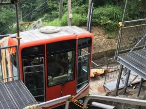 一気に1500メートルをバスで降りて行きます。【黒部立山アルペンルートその5】