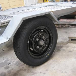 トレーラーのタイヤ交換