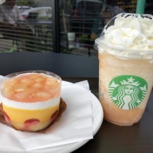 まるかじりJUICY PEACH Frappuccinoと、( *´艸`)