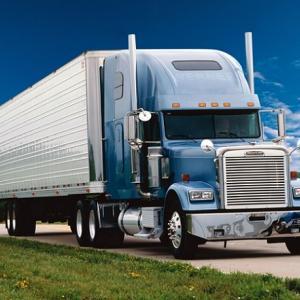 トラックが邪魔で信号が見えない!という問題を解決した『Signal License Plate』