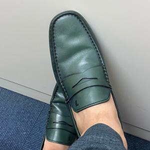 was taking blue green loafers of Tod's and walking to my office at Omotesando street today