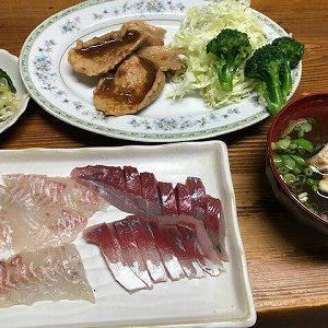 魚三昧。つばすと鯛の刺身。豚の生姜焼き