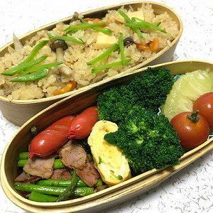 炊き込みご飯とアスパラベーコン弁当