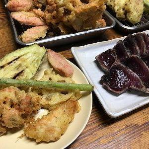 天ぷらと鰹のたたき。天たま丼