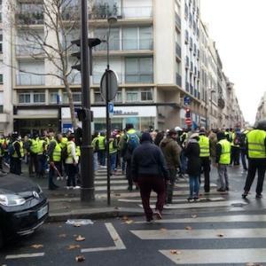 パリでジレ・ジョーヌ(黄色いベスト)が大暴れ、、、