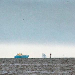 2021.7 千葉ポートパーク付近 #2 ~ 青い船 と 風の塔 ~ by空倶楽部