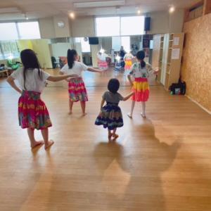 横浜 白楽 小学生フラダンス!