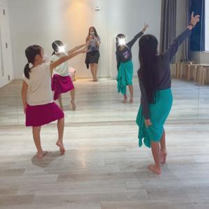 渋谷 土曜日クラス 小学生フラ&タヒチアンダンス