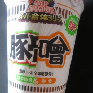 日清食品 カップヌードル スーパー合体シリーズ 味噌&旨辛豚骨