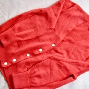 セーターは夏に買う