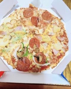 ピザとメロンジュース