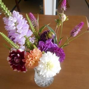 お盆の花と西瓜