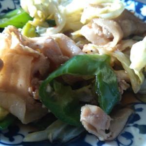 豚、青唐辛子、キャベツ、葱炒め