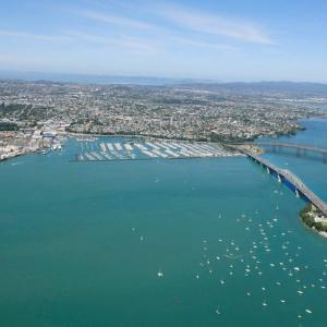 Auckland、2021年6月14日8時の天気は