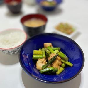 白身魚とアスパラのバター醤油と納豆