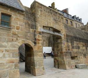 3つの門から中へ ~パリ・モンサンミッシェル旅行記⑥