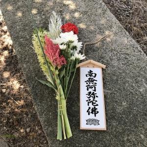 お墓参りは、大抵暑い日。