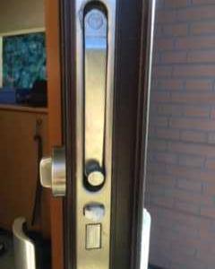 アン、玄関の鍵を修理するっ!