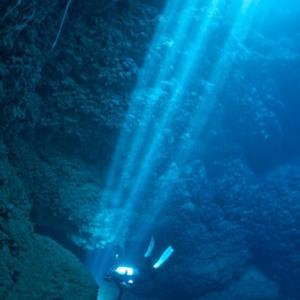 洞窟抜けて池へx3