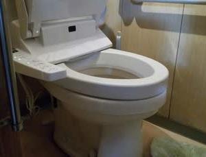 ふとん屋廃業か⁇⁇ ・・・ 水道工事店にでもなろうか。