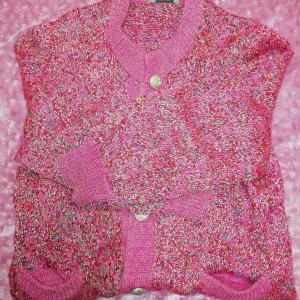 小さな愛を紡ぐ「母がくれた幸せのピンクのロングカーディガン」