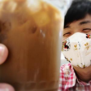 アイスコーヒー片手に