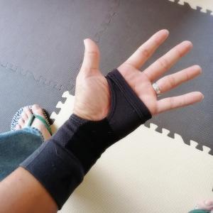手首負傷中