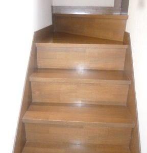 ダイニング、キッチン、洗面所、階段などの床の丁寧掃除!