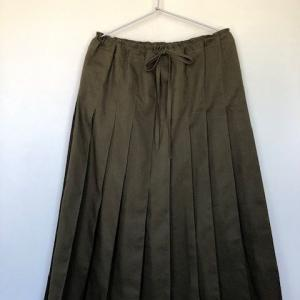 リネンコットンキャンバス カーキ色のプリーツスカート!