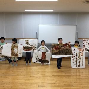 今日のテーマは「芸術家になる日! 〜わたしの木・ぼくの木〜」です。「ふくるる森のようちえん」