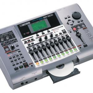 BR-1200CD(BOSS)、R8(Zoom)、GT-8(BOSS)