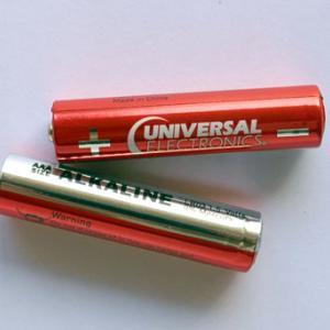 動作確認用のアルカリ電池の液漏れ