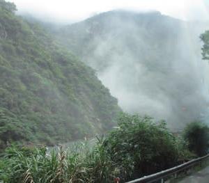 台湾6 3日目2 夏の太魯閣峡谷に積もる雪?