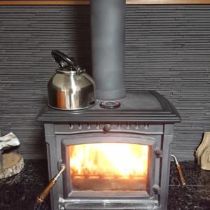 今シーズンの薪ストーブ初焚きは2019年10月15日でした。